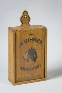 Old Dutch satchel with sliding lid from Zuiderzeemuseum (dated 1901)