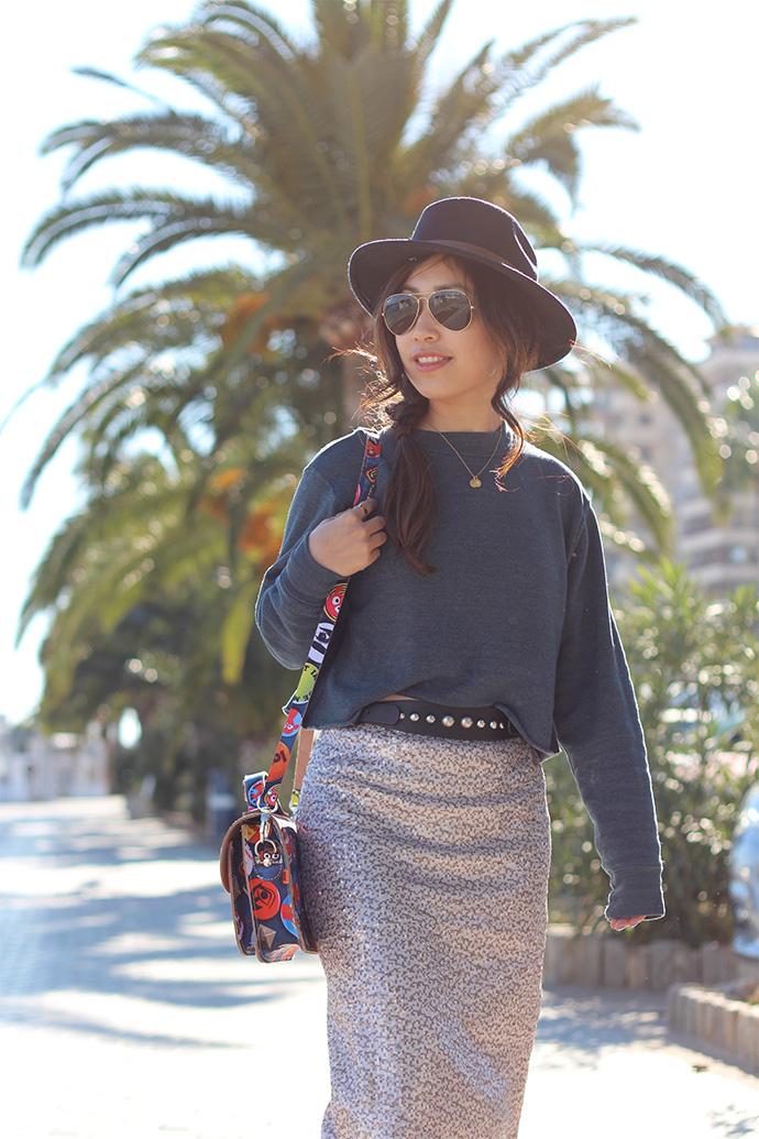 Travelblogger Lily Tjon met onze 'Happy Collectors' tas op Mallorca