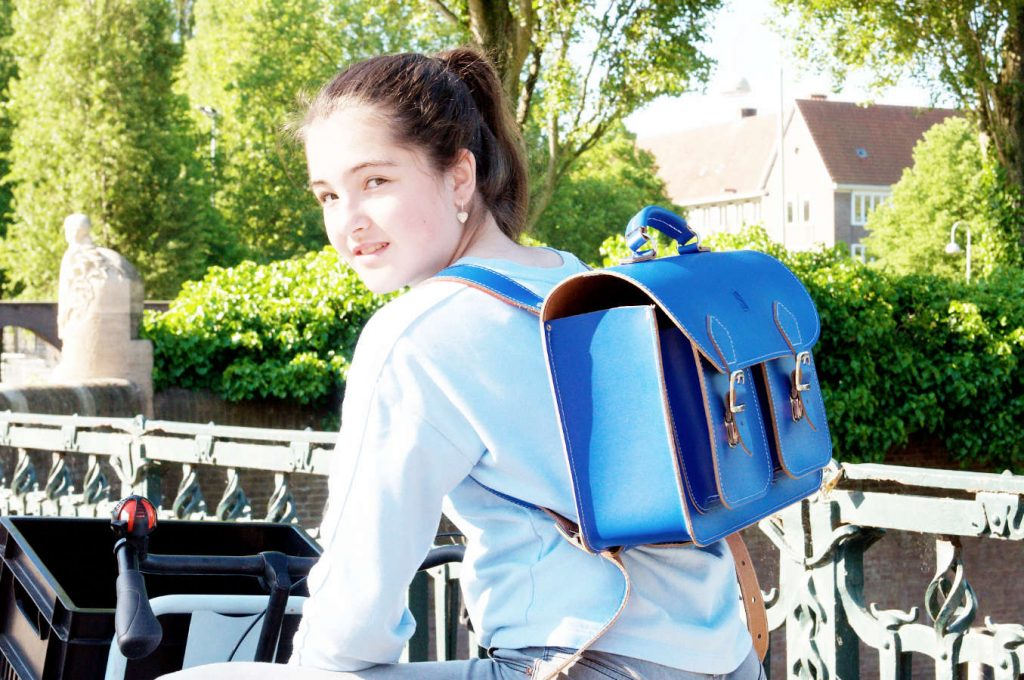 Sturdy leather backpack (in cobalt blue) - OldSchoolBags