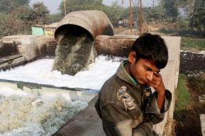 Vervuiling bij het looijen van leer in India