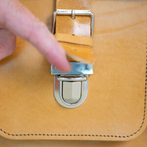 Leather satchel (click buckle)